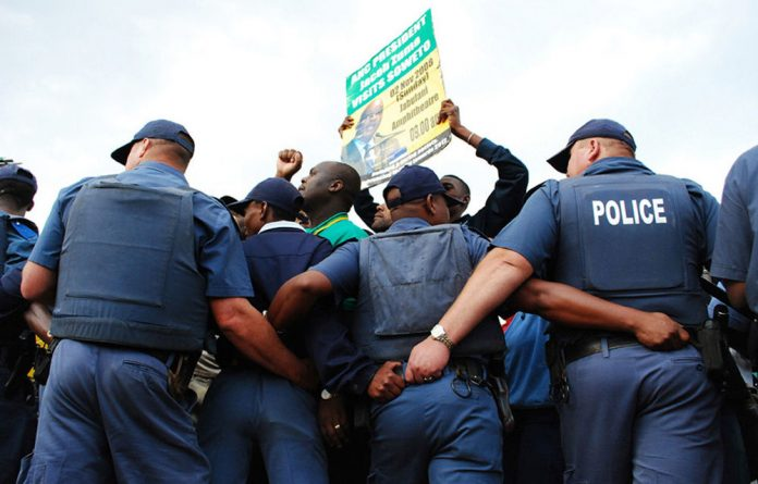 The SAPS has launched an investigation into the death of its inspectorate's divisional commissioner.