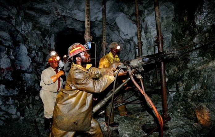 Gold miners are at high risk of contracting the respiratory disease silicosis as a result of inhaling microscopic particles of silica