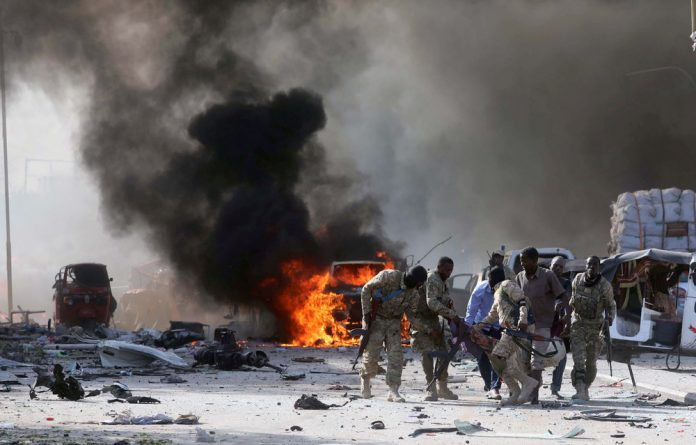 Somali Armed Forces evacuate their injured colleague