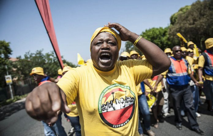 About 15 000 Ceppwawu worked have downed tools in support of a 9% wage hike demand.
