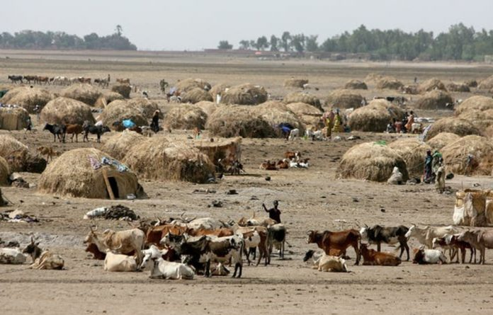 Pastoralists on a dry plain in central Mali