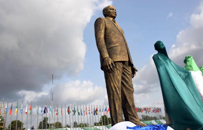 The bronze statue erected in President Zuma's honour.