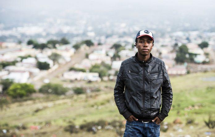 Tshezi Soxujwa.