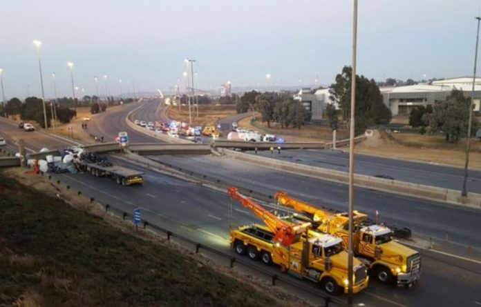 A bridge collapsed in the early hours of Wednesday morning in Germiston on the N3 freeway