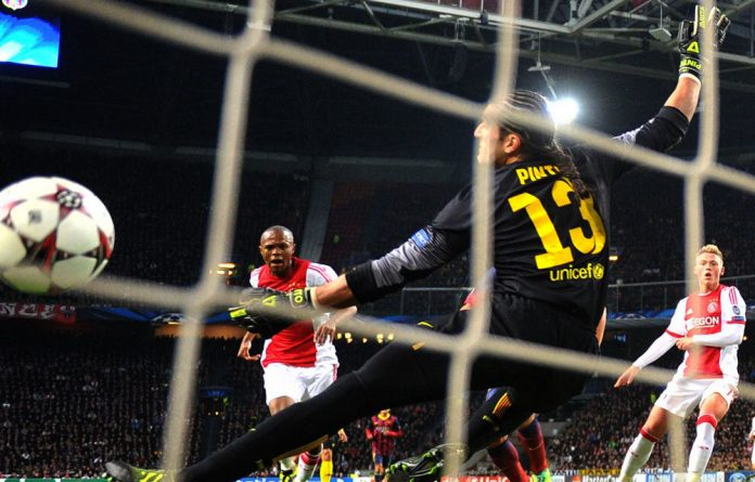 Thulani Serero scores against Barcelona.