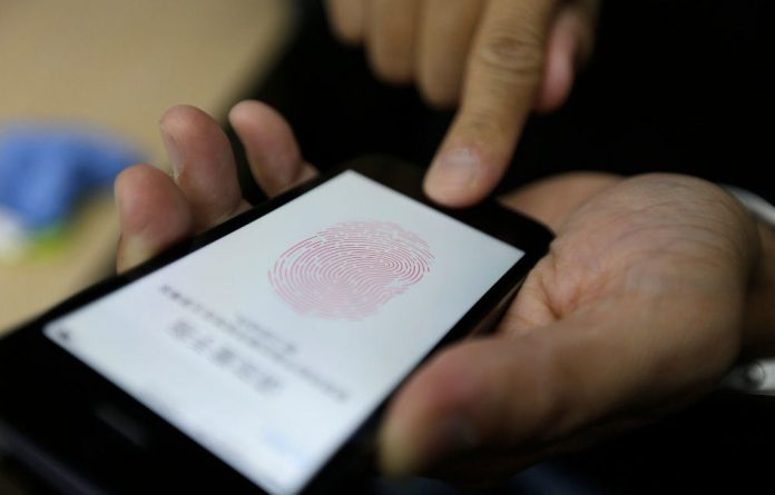 The iPhone 5s can read your fingerprint
