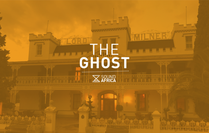 This story is about the small town of Matjiesfontein in the Karoo. It is a story where the desert wind blows