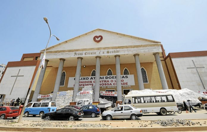 The evangelical church Igreja Universal do Reino de Deus claims to have a membership of 500 000 in Angola.