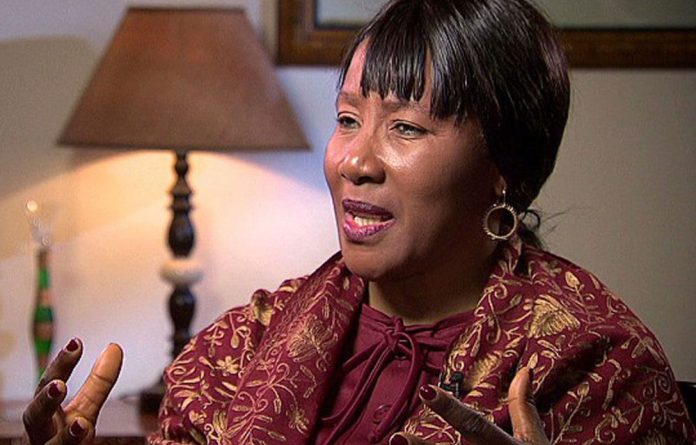 Nelson Mandela's daughter Maki has said her father is at peace