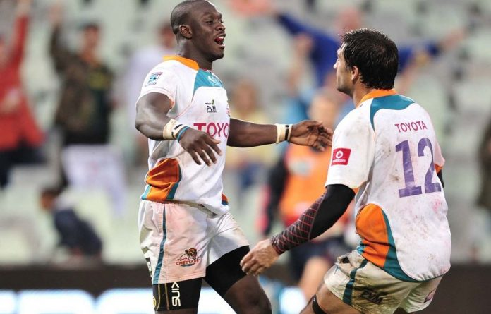 Raymond Rhule and Robert Ebersohn celebrate a scintillating try against the Rebels.