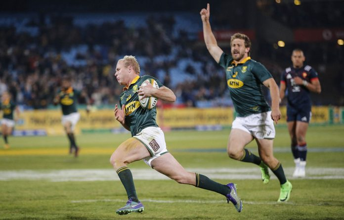 Scrumhalf solution: Ross Cronjé rounded off his impressive Springbok debut with a try against France.