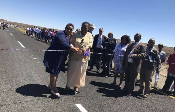 Northern Cape premier Sylvia Lucas and Minister of Science and Technology Naledi Pandor cut the ceremonial ribbon to open the new tarred road between the Square Kilometre Array South Africa premises and Carnarvon
