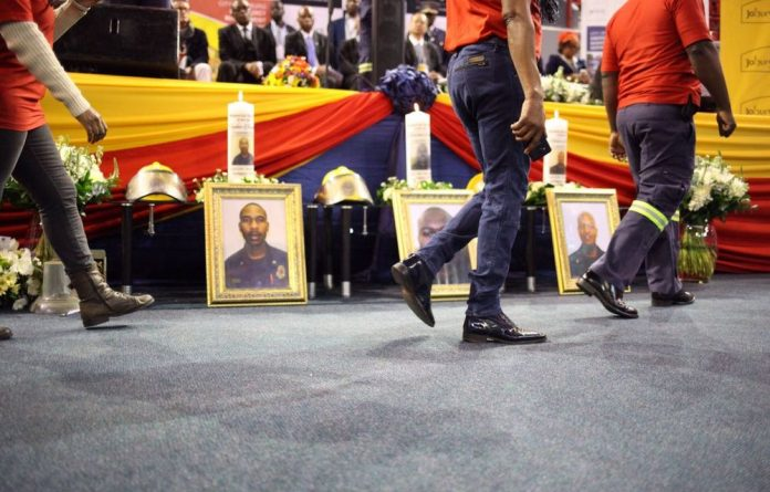 Firefighter Muzikayise Zwane said during the memorial service that firefighters had to use their hands to put out the fire as there was no water.