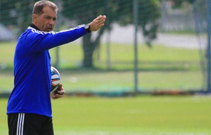 Ajax Cape Town coach Roger de Sa will be up against his former team Orlando Pirates.