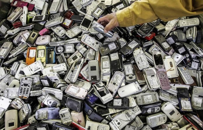 The Japanese intend to use scrap cellphones and other electronic waste to make medals for the 2020 Olympic Games.