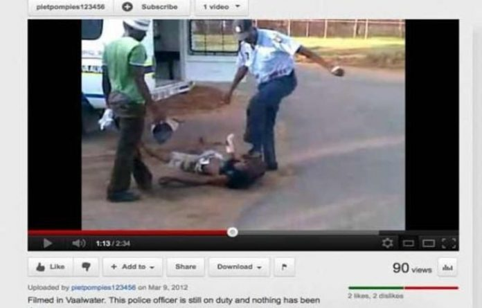 This YouTube video shows a police officer allegedly assaulting a suspect in Vaalwater