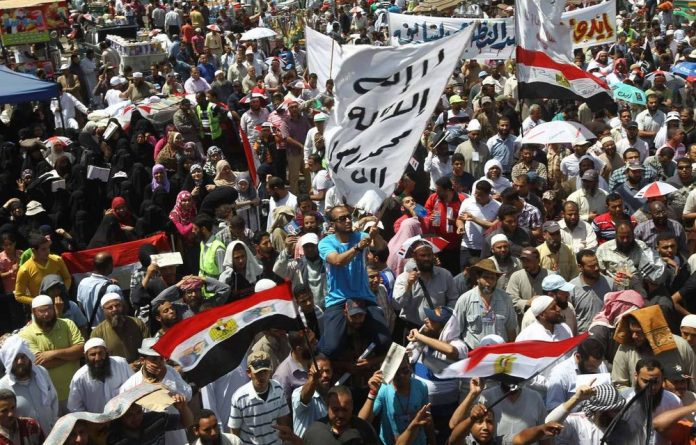 Egyptian supporters of the hardline Salafist Al-Nur party demonstrate against the expulsion of their presidential candidate Hamza Abu Ismail