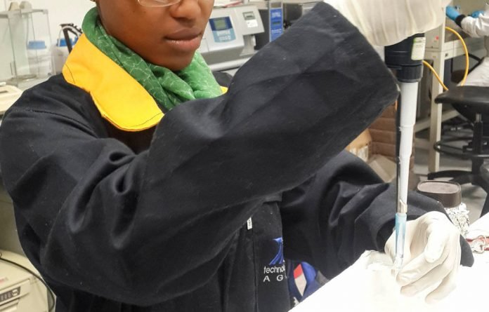 Reitumetse Molaoa conducts a genetic analysis on bacteria implicated in biogas production.