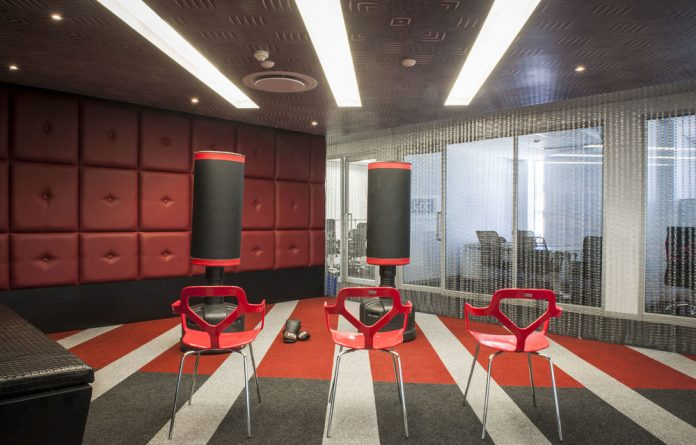 Red and black colours enhance the energy of this rage meeting room.