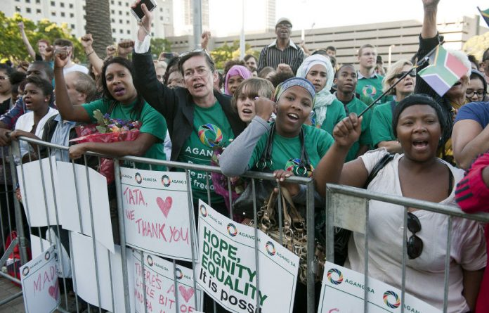 Capetonians came out in large numbers at the Grand Parade for an interfaith service for Nelson Mandela.
