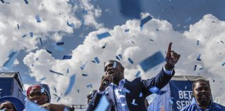 "Party leader Mmusi Maimane described his party's manifesto as one of ""change""."
