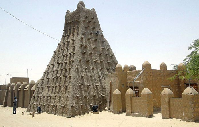 Members of Timbuktu's Arab community have set up an armed brigade to prevent further destruction of the tombs of ancient Muslim saints by Islamists.