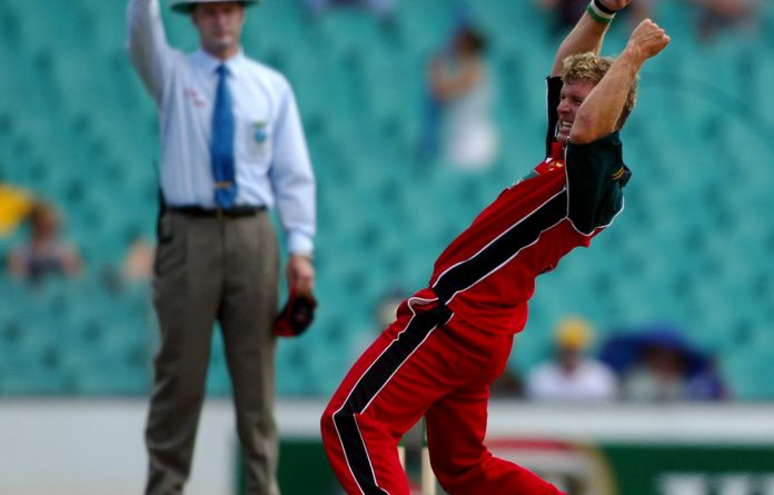 Zimbabwe's Sean Ervine takes a wicket.