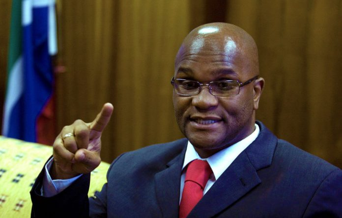 Police Minister Nathi Mthethwa is challenging Western Cape premier Helen Zille's establishment of the Khayelitsha commission of inquiry.