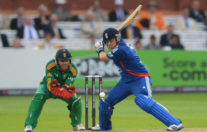 Ian Bell made 88 as England beat South Africa by six wickets in the fourth one-day international to go 2-1 up with one match to play in the series.