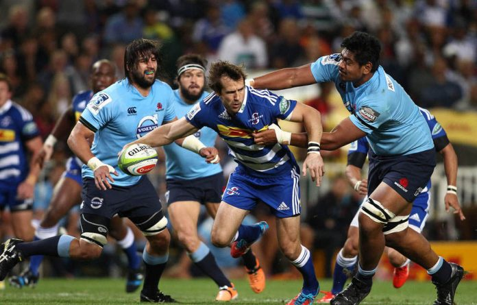 Peter Grant of the Stormers looks for support as Will Skelton of the Waratahs makes the tackle during the Super Rugby match at Newlands.