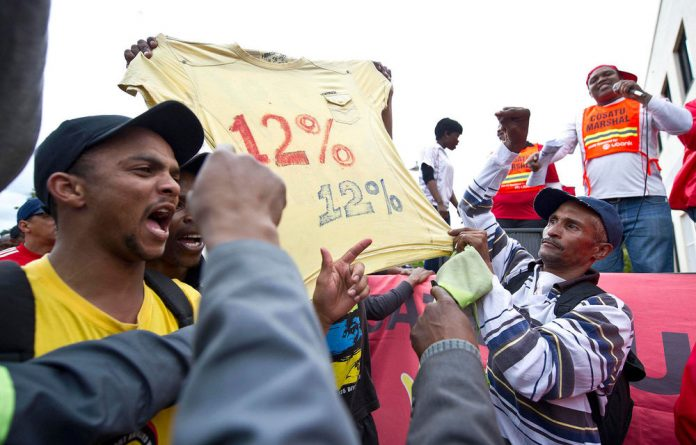 Members of transport union Satawu are demanding a 12% pay rise.