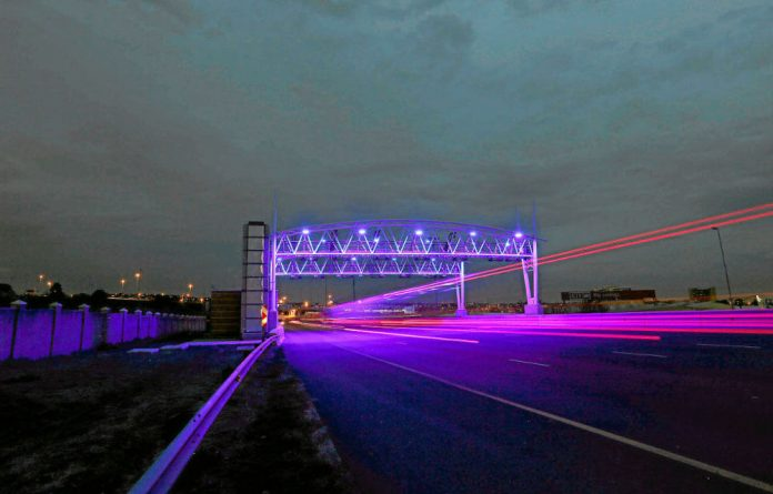 The national department of transport has insisted that Gauteng has no authority to review the province's controversial e-tolling system.