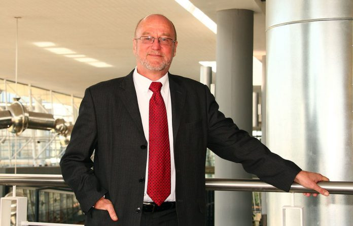 Derek Hanekom is the minister of science and technology.