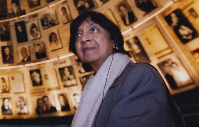Former South African judge Navi Pillay has been asked to stay on as the UN's high commissioner for human rights.