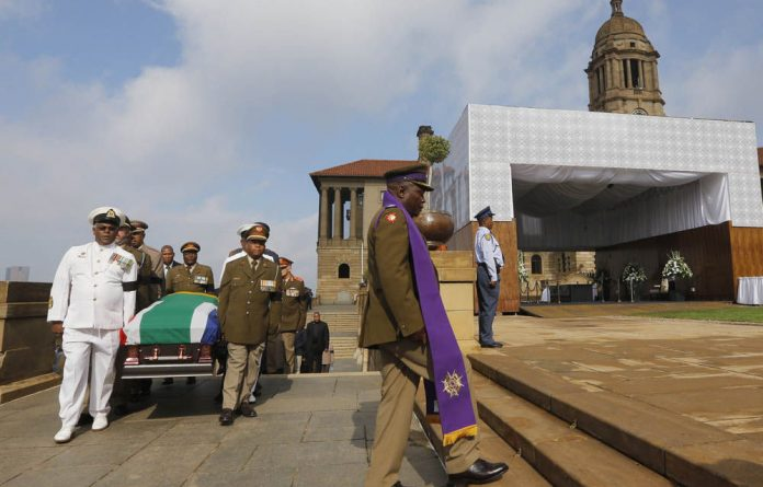 The body of Nelson Mandela will be transported from 1 Military Hospital to the Union Buildings on a daily basis from Wednesday to Friday.