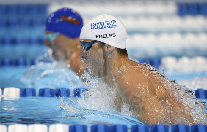 Michael Phelps swims to victory ahead of Ryan Lochte