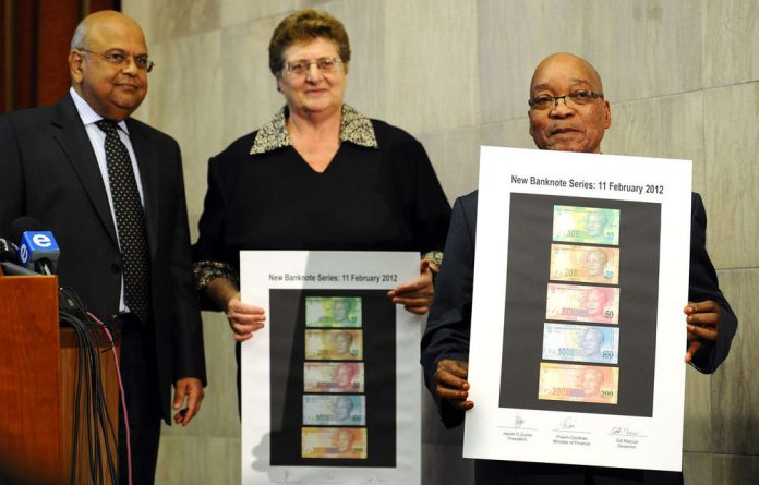 President Jacob Zuma flanked by Gill Marcus and Governor of the South African Reserve Bank and Pravin Gordhan with the new banknote series during the annoucement of a new line of bank notes.