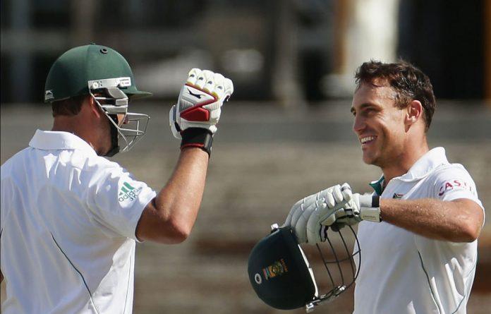 Jacques Kallis congratulates Faf du Plessis on his century