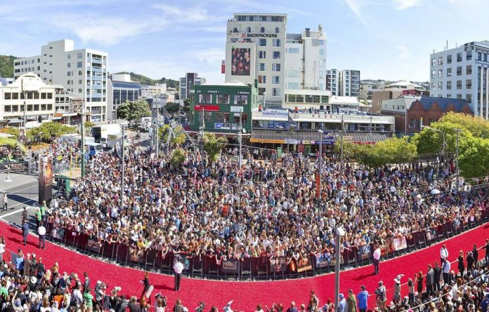 Thousands of fans lined the red carpet in Wellington for The Hobbit: An Unexpected Journey première.