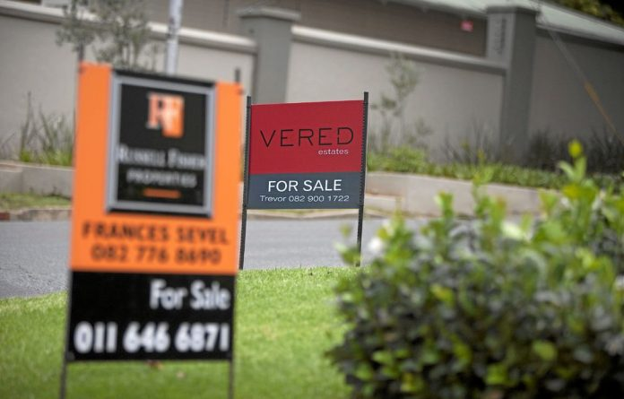 The FNB House Price Index shows by the end of July 2014 the average house price had risen 7.2%.