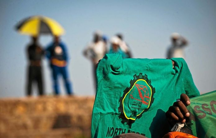 Lost revenue as a result of the platinum miners' strike has now risen to nearly R10-billion.