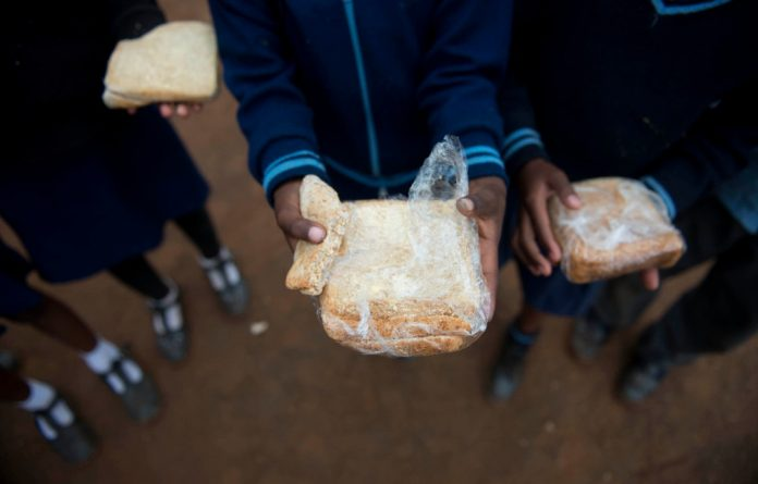 A diet of pap and bread stunts the physical and mental growth of children in poor families.