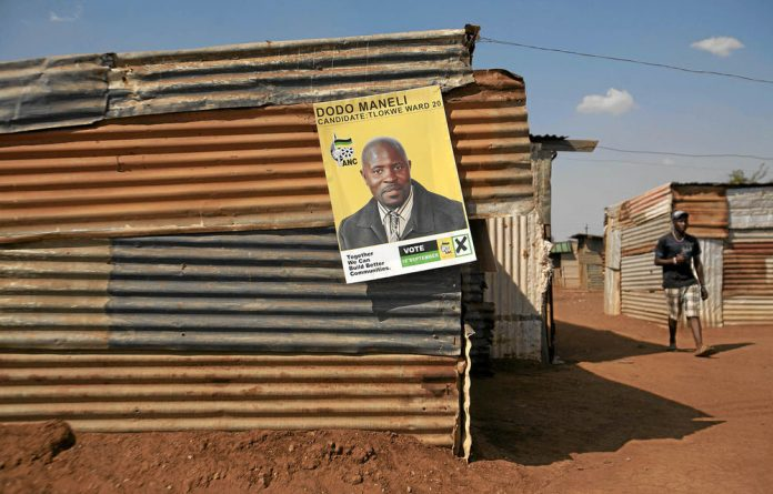 Eight independent candidates from Tlokwe municipality have approached the electoral court to contest last month's by-elections.