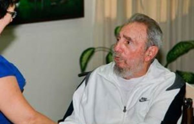 Fidel Castro makes first appearance in four years