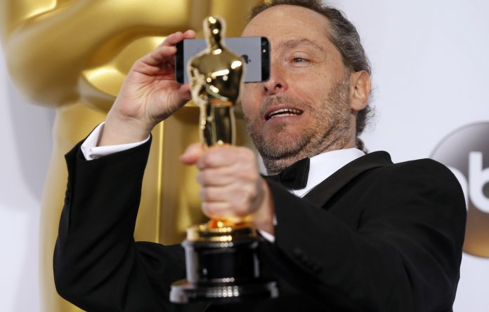 Emmanuel Lubezki poses with the Oscar for best cinematography for the film