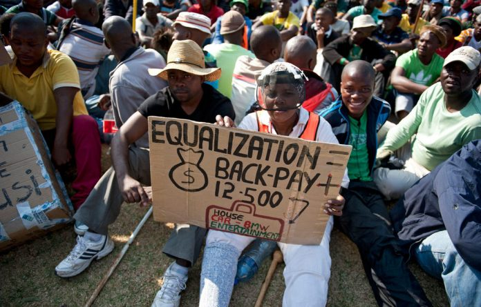 Approximately 8 000 Gold Field workers have downed tools and are demanding their wages be increased to R12 500.