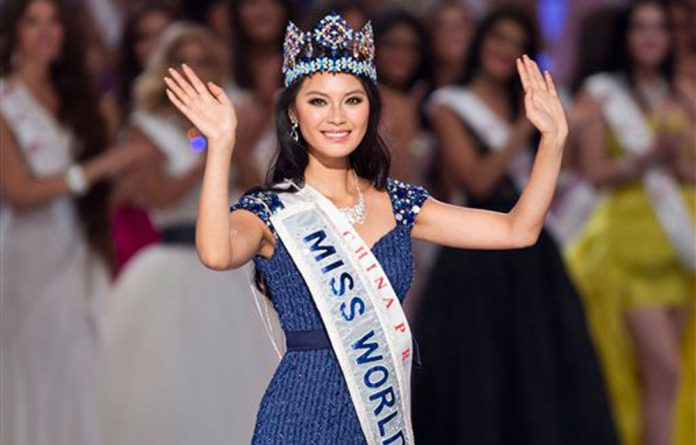 Newly crowned Miss World Yu Wenxia of China waves after she won the Miss World 2012 beauty pageant at the Ordos Stadium Arena in inner Mongolia.