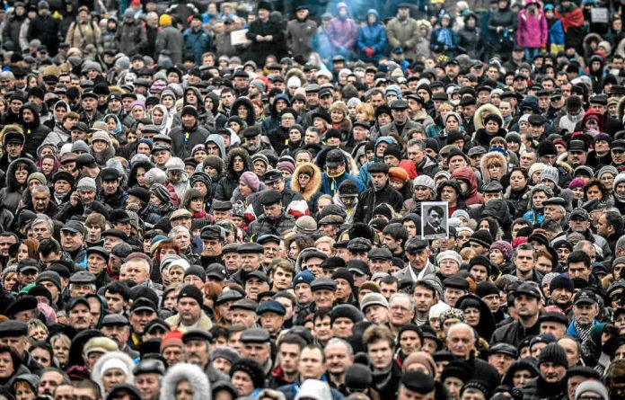Ukrainian citizens rally.