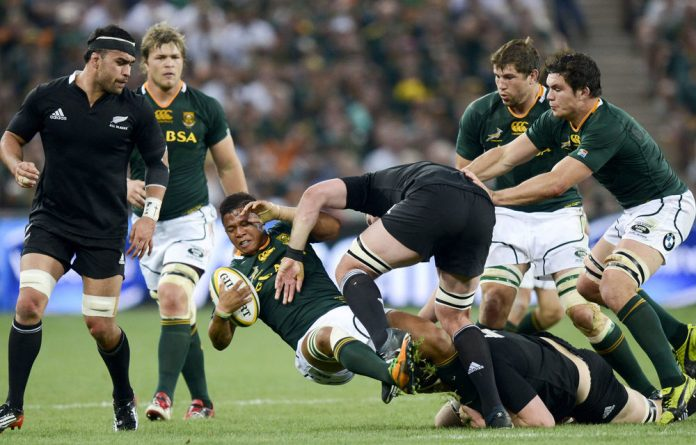 ANC secretary general Gwede Mantashe says Bok coach Heyneke Meyer is reluctant to play competent black players such as Elton Jantjies.