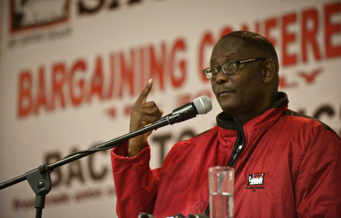 Send us your questions about Cosatu and Zwelinzima Vavi ahead of our live chat with the M&G's politics editor and deputy editor-in-chief Rapule Tabane.